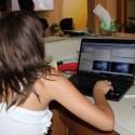 Karen Lopez, en control del Proyector